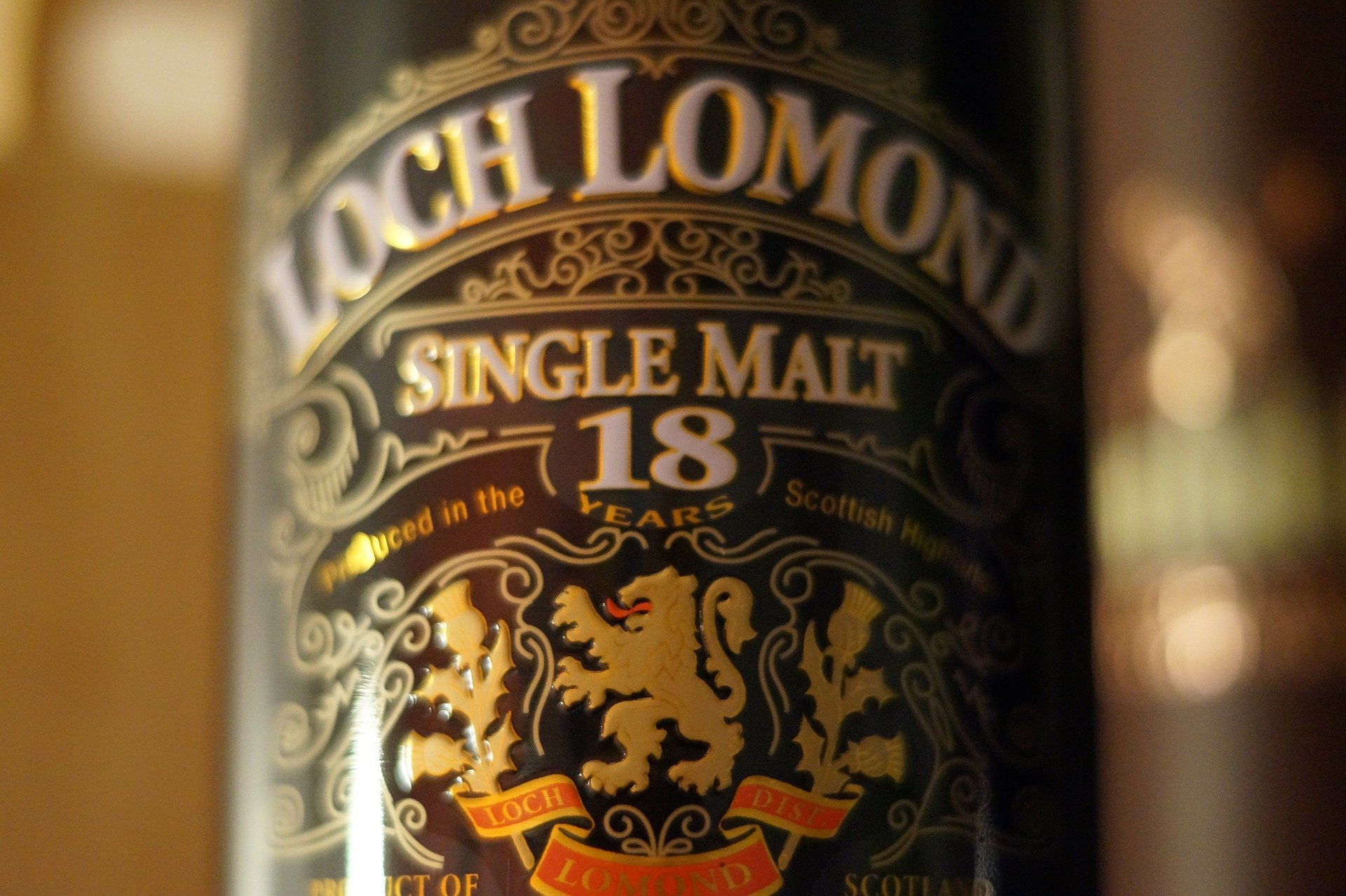 Loch Lomond whisky bottle