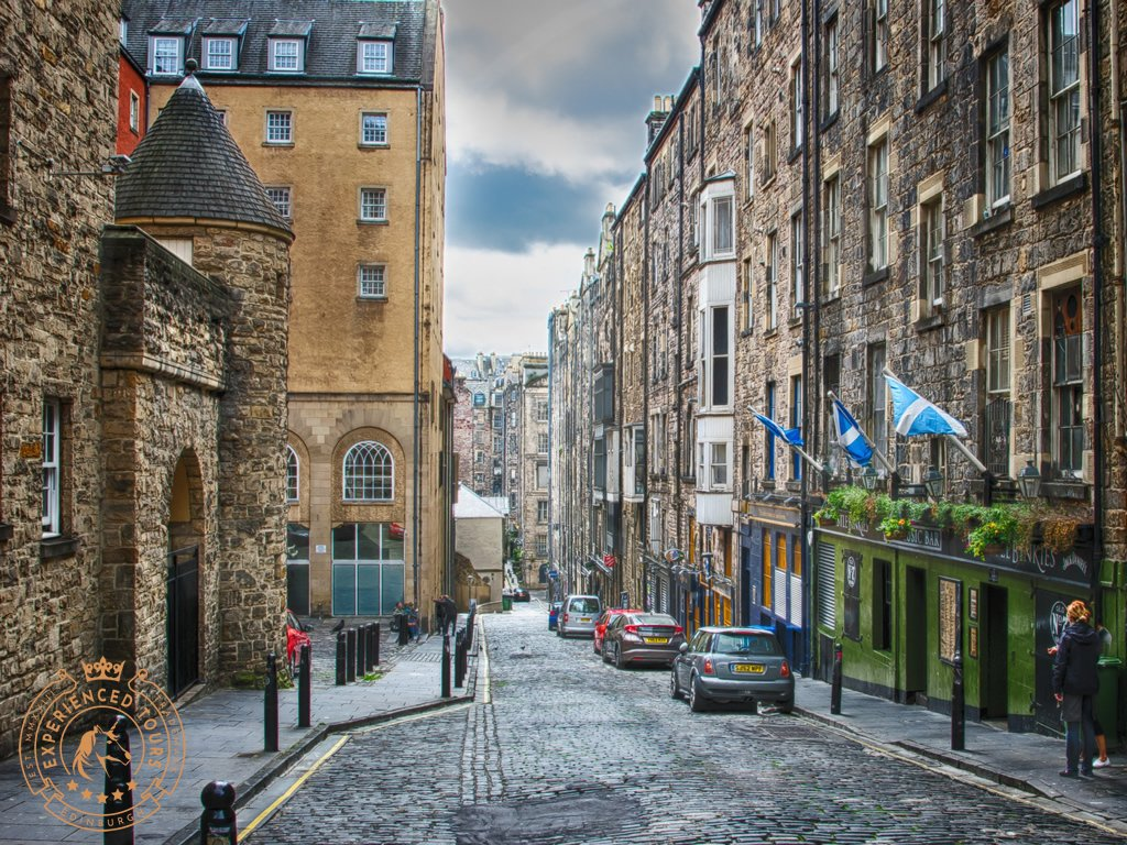 Niddry Street running of Royal Mile
