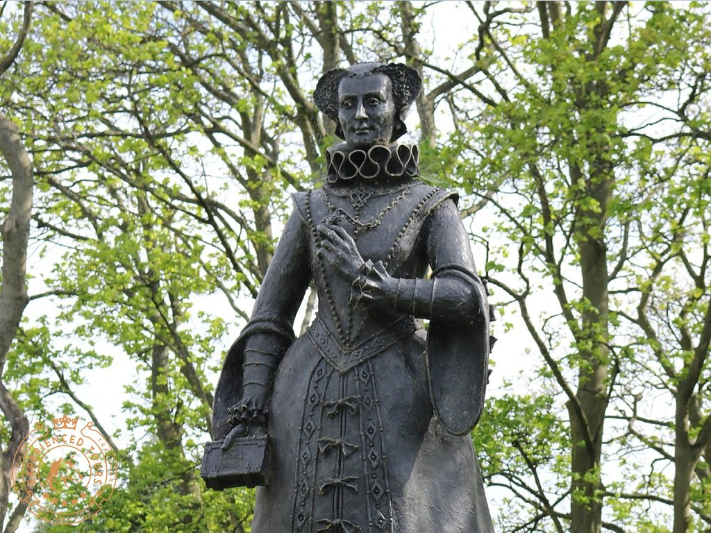 Mary Queen of Scots Statue at Linlithgow Palace