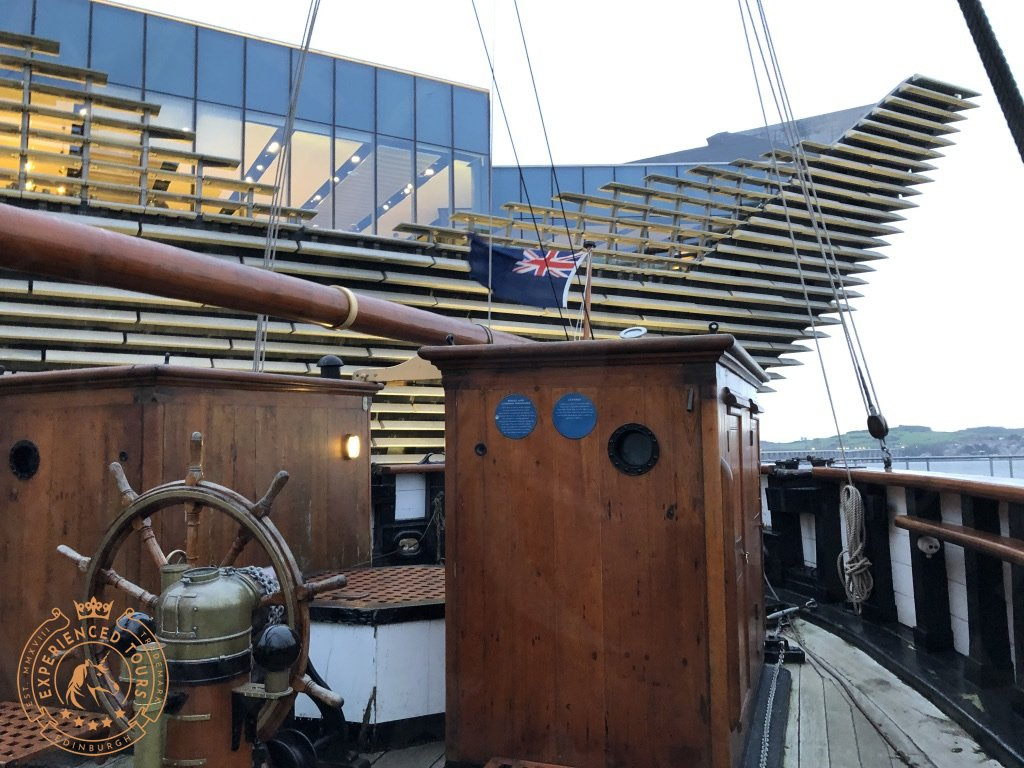 RRS Discovery stern with V&A gallery in background