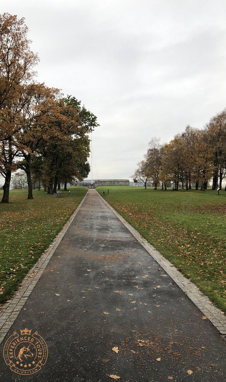 Path leading to Bannockburn Cairn