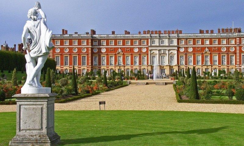 Hampton Court Navigation